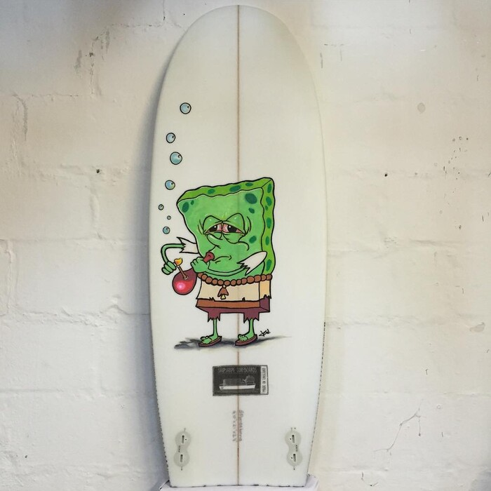Stoked with this custom #spongebong #artwork by @jon5oh #shipshapesurfboards #madeinengland